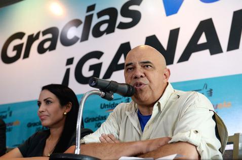 Oposición venezolana busca salidas tras suspensión de referendo contra Maduro
