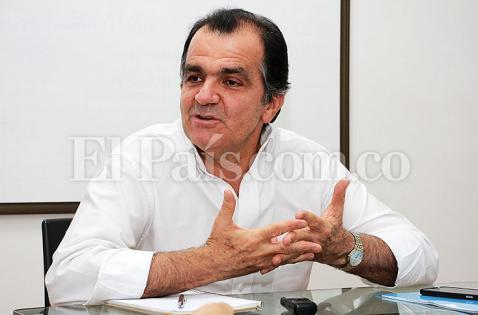 Zuluaga dice que Santos entrega casas