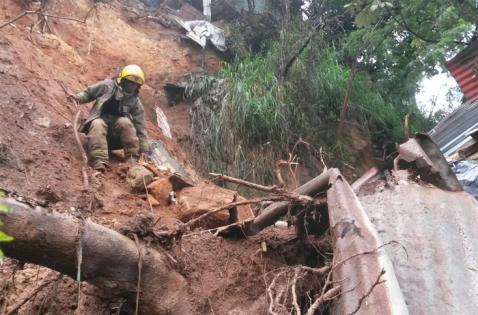 Deslizamiento de tierra en Siloé deja cuatro casas afectadas