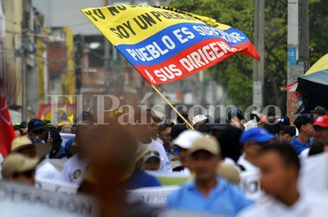 Imágenes: cientos de caleños salieron a la calle para conmemorar el Día del Trabajo