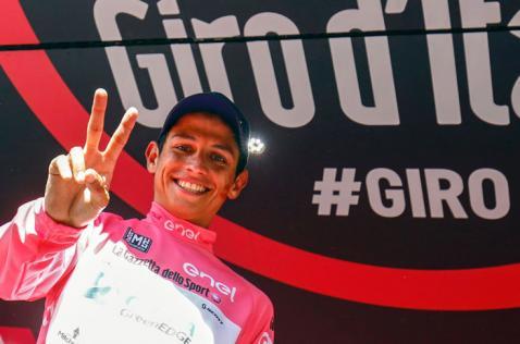 Colombiano Esteban Chaves se vistió de rosa en el Giro de Italia