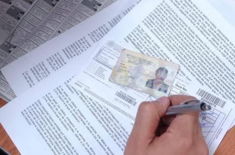 Capturan a 40 personas que presuntamente falsificaban licencias de conducción