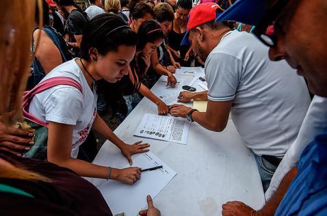 Oposición dice que logró validar firmas para revocatorio contra Nicolás Maduro