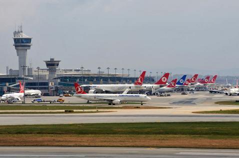 Al menos diez muertos en atentado suicida en aeropuerto de Estambul, Turquía