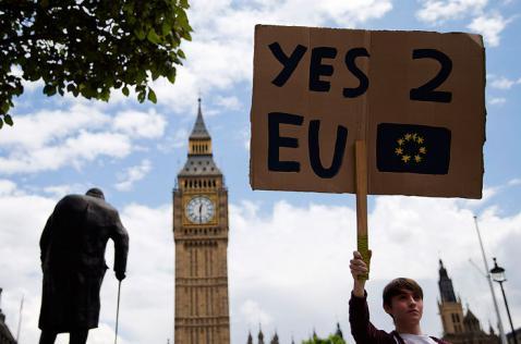 Más de dos millones de personas en Reino Unido piden nuevo referéndum sobre Unión Europea