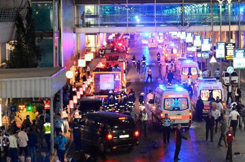 Al menos 28 muertos en atentado suicida en aeropuerto de Estambul, Turquía