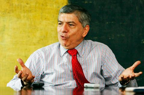 Gaviria dice que Uribe se atraviesa como