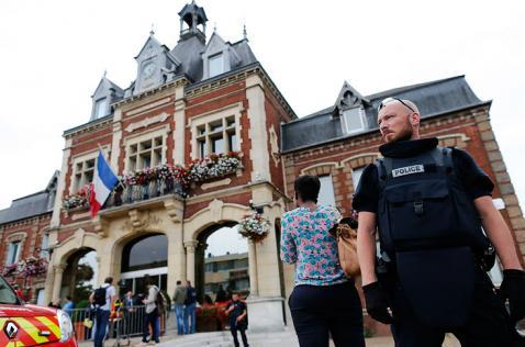 Uno de los atacantes de iglesia en Francia se encontraba en libertad condicional