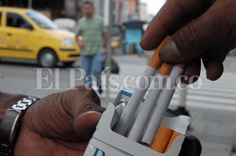 Multa de hasta $2 millones por exhibir cigarrillos en vitrina