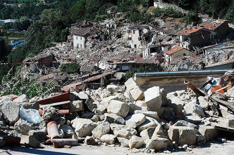 En fotos: las 20 imágenes más impactantes de la devastación en Italia tras sismo