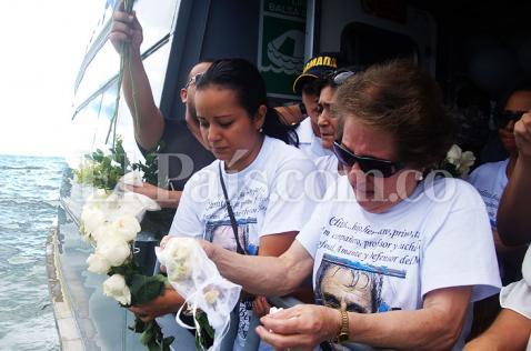 La Armada Nacional le rindió homenaje en altamar a los buzos de Malpelo