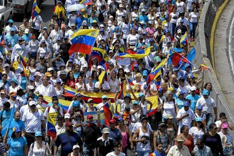 Mujeres marcharon en Caracas pidiendo referendo revocatorio contra Maduro