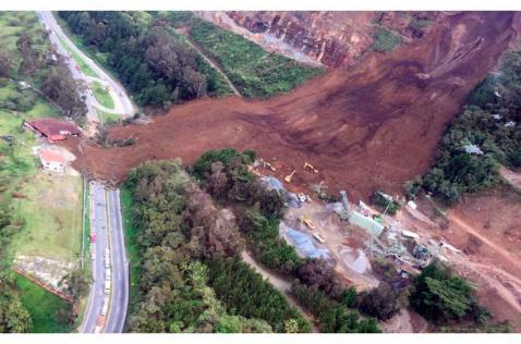 Al menos 17 desaparecidos deja alud de tierra en vía Medellín-Bogotá