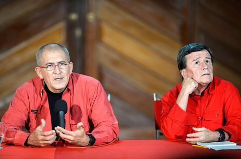 Suspenden órdenes de captura contra delegación negociadora del ELN