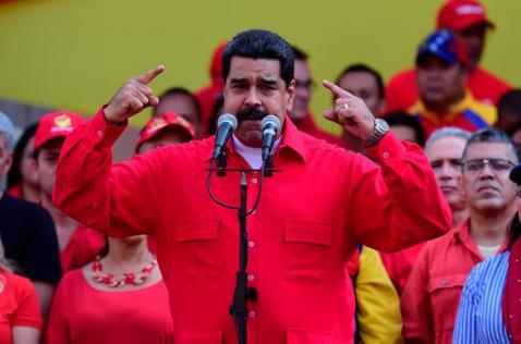 Maduro amenaza con encarcelar a opositores si le hacen juicio político
