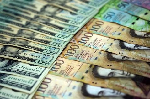Venezolanos podrán canjear hasta 500 dólares al mes en frontera con Colombia