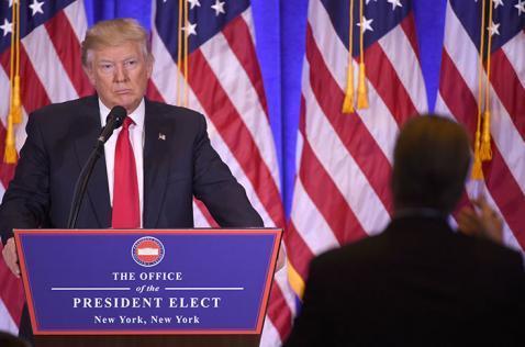 En la víspera de su investidura, Trump promete unir a EE.UU.