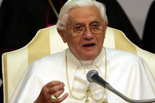 """El Papa aboga por una renovación en una Iglesia """"humillada"""" por la pederastia"""