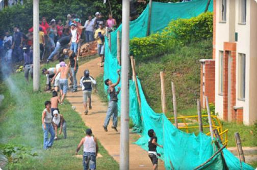 Tres personas heridas y tres más detenidas dejan disturbios cerca de Altos de Santa Elena