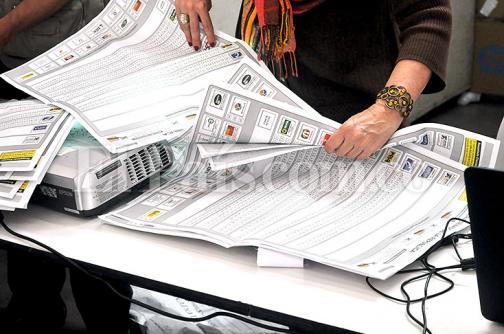 Sigue la entrega de pruebas a Corte Suprema por fraude en elecciones legislativas