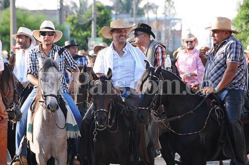 Con conciertos y cabalgata comenzó la Feria de Palmira, vea los detalles