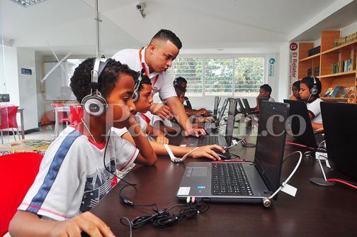 Nuevas aulas digitales beneficiarán a 15 mil estudiantes de Cali