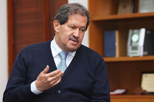 Angelino Garzón entutelará al CNE para que lo habilite como candidato