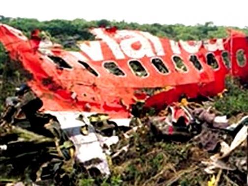 25 imágenes del siniestro aéreo que dejó 107 muertos