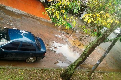 Imágenes: la calle de Pampalinda que los huecos hacen parecer una 'trocha'