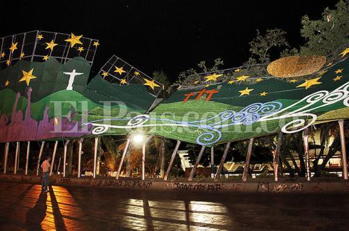 Se cayó estructura del alumbrado navideño ubicada en parque de Las banderas