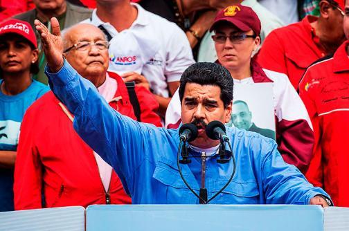 """Maduro anuncia un """"ejercicio militar defensivo"""" para el sábado"""