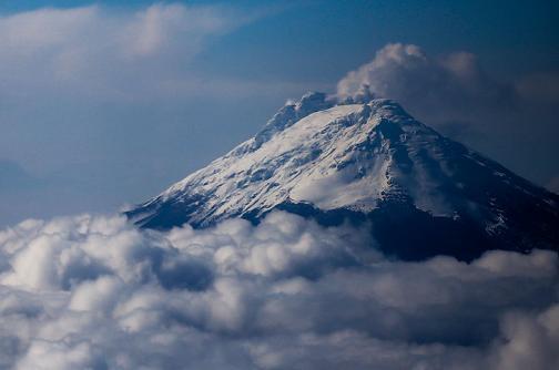 Volcán nevado del Ruiz está emitiendo ceniza desde mediados de diciembre