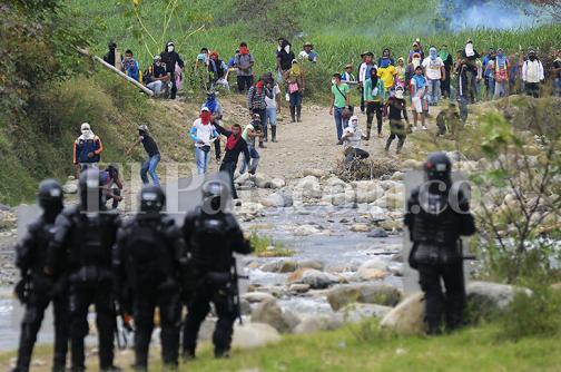 En fotos: heridos y vandalismo durante protestas en Corinto, Cauca