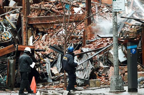 Hallan dos cuerpos en el centro del colapso de edificios en Nueva York
