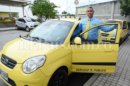 Taxista caleño devuelve 15 millones de pesos que pasajero olvidó en su vehículo