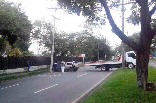 Un muerto y cuatro heridos dejó accidente en la Avenida Pasoancho