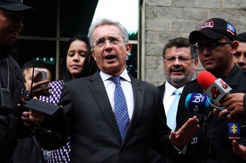 Piden investigar al expresidente Uribe por presuntos vínculos paramilitares