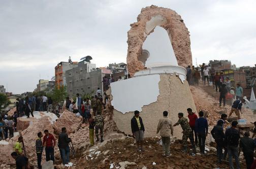 En Twitter y YouTube se reportaron las primeras imágenes de la tragedia en Nepal