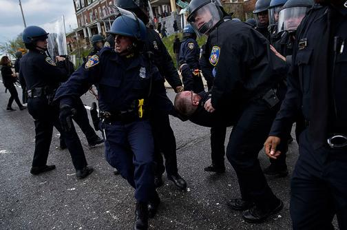 Las imágenes de los violentos choques en Baltimore, EE.UU.