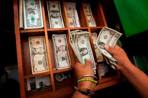 Dólar abre jornada con alza de $16,36 y se cotiza a $3110 en Colombia