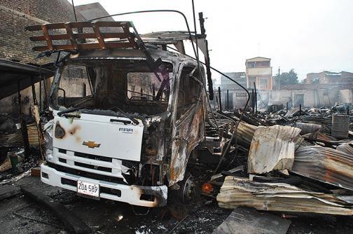 En imágenes: incendio consumió dos fábricas de Tuluá