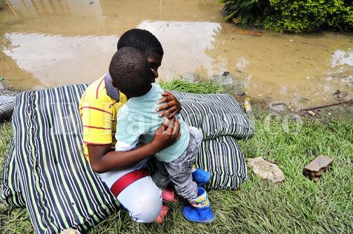En imágenes: desbordamiento de quebrada dejó sin vivienda a 35 familias de Villa Rica