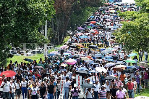 Imágenes: la masiva marcha de profesores en Cali durante segundo día de paro nacional