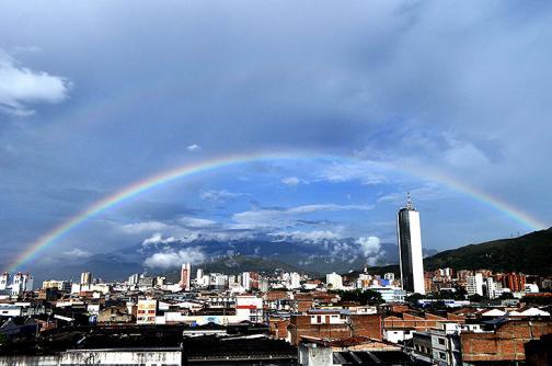 Imágenes: Arcoíris pintó el cielo caleño en la mañana de este lunes