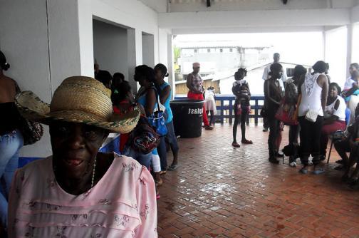 Más de 1000 desplazados dejan combates entre Ejército y Farc en Antioquia