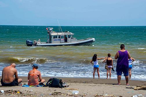 Costa Rica reduce alerta por derrame de nitrato de amonio en el Pacífico
