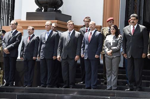 Maduro condecoró a los 5 agentes cubanos liberados por EE.UU.