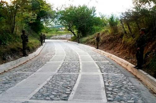 Ejército entregó mejoramiento de un tramo de vía en zona rural de San Pedro