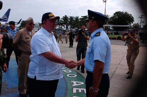 Ministro de Defensa revisa seguridad en el Meridiano 82