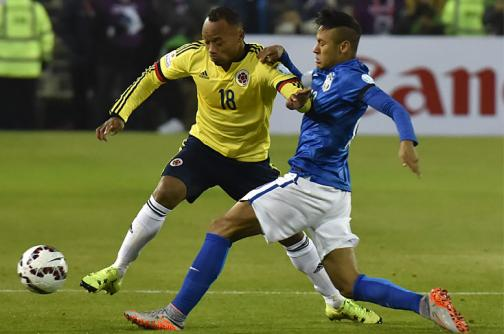 El viral del día: la pelea que pocos vieron entre Neymar y Camilo Zúñiga